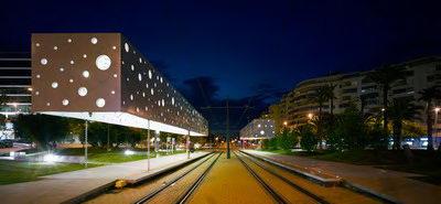 تهی شناور - ایستگاه تراموا