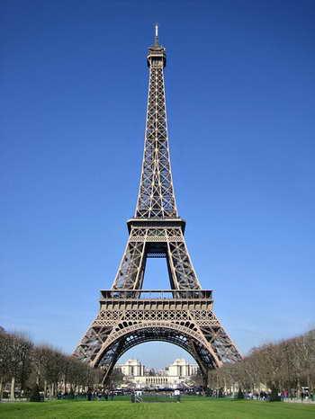 معماری و فضای نمایشگاهی - برج ایفل